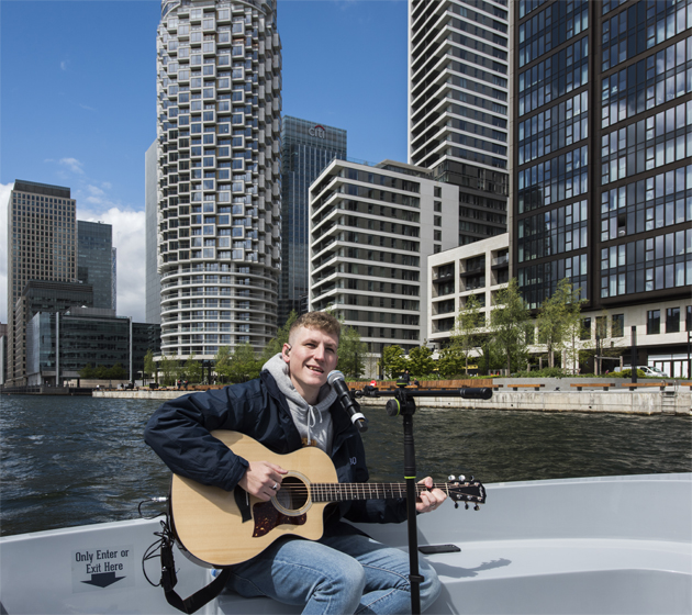 Water Way to Perform: Sea Shanty Star Nathan Evans Surprises Londoners with His First Ever Live Performance Ahead of The Brits – On The Water! – 11.05.21